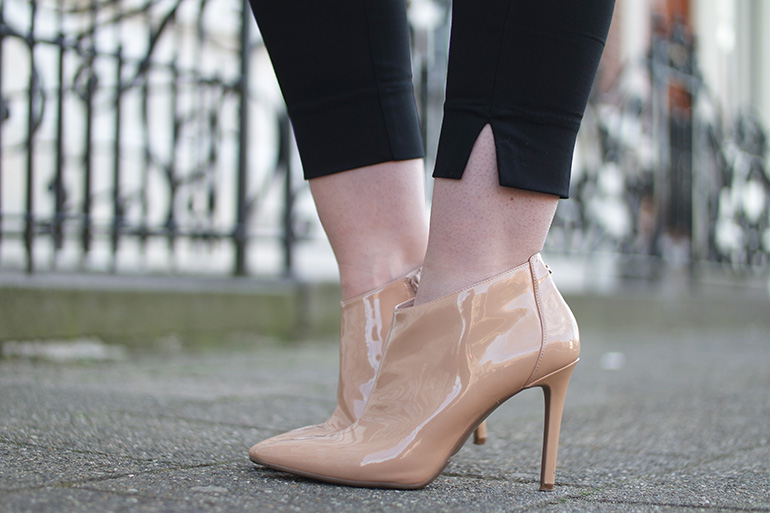 RED REIDING HOOD: Fashion blogger wearing beige guess ankle boots outfit details