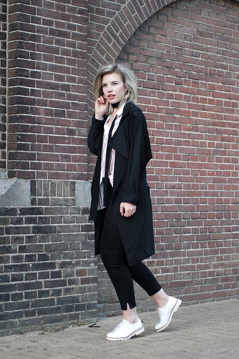 RED REIDING HOOD: Fashion blogger wearing black slacks trench coat lace up shoes outfit