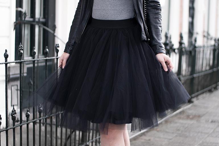 RED REIDING HOOD: Fashion blogger wearing black tulle skirt petticoat gesponnen suiker zwart outfit
