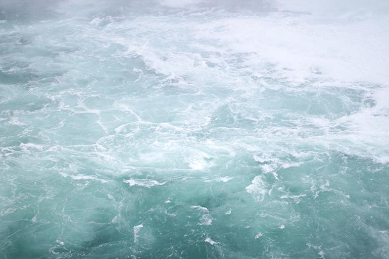 RED REIDING HOOD: Rapid water Niagara Falls Ontario Canada