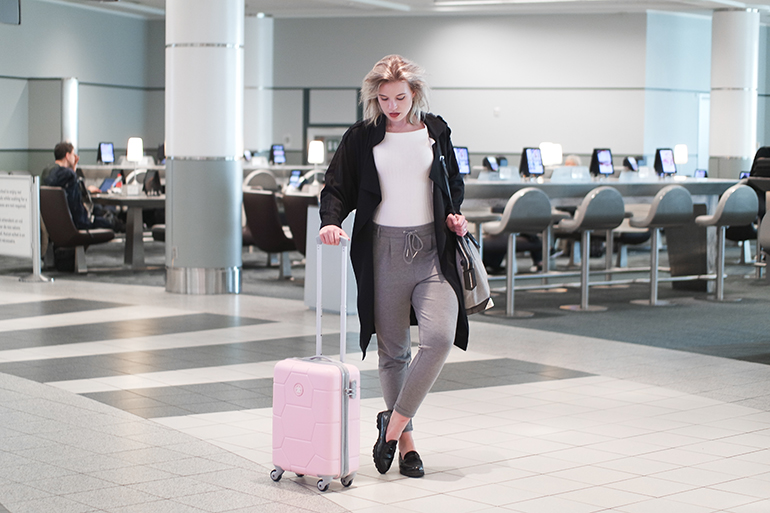 RED REIDING HOOD: Fashion blogger SUITSUIT Caretta Pink Lady suitcase bagageonline.nl review