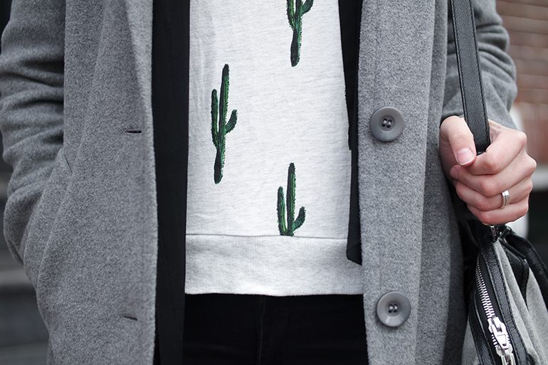 RED REIDING HOOD: Fashion blogger wearing H&M cactus sweater outfit