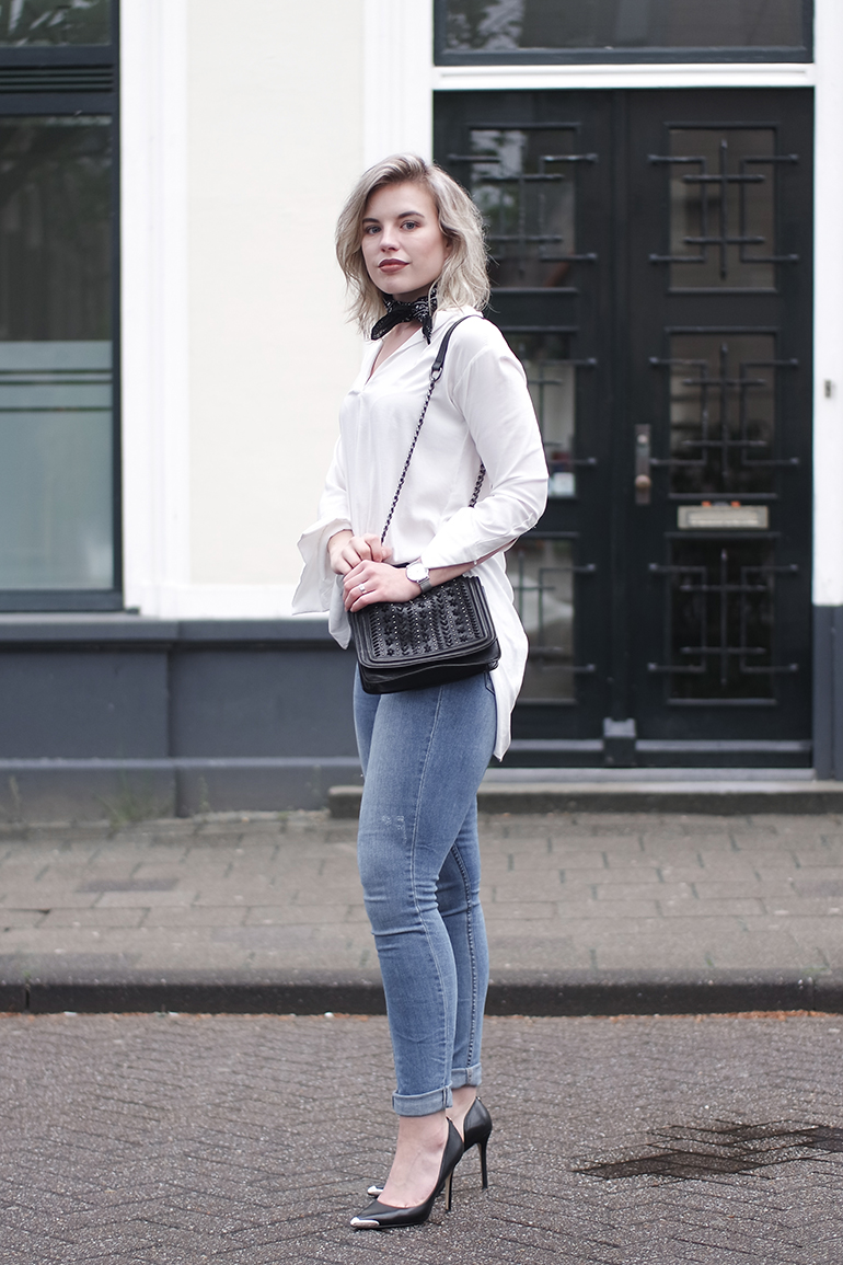 RED REIDING HOOD: Fashion blogger wearing H&M blue jeans outfit white shirt H&M conscious