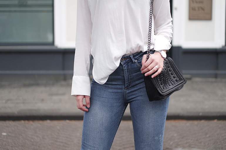 RED REIDING HOOD: Fashion blogger wearing high waist blue jeans outfit details white shirt H&M