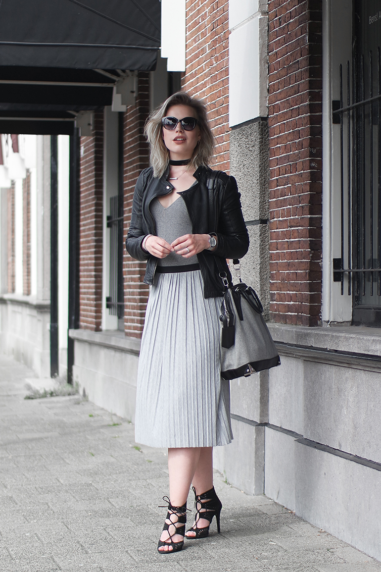 RED REIDING HOOD: Fashion blogger wearing pleated skirt outfit leather jacket