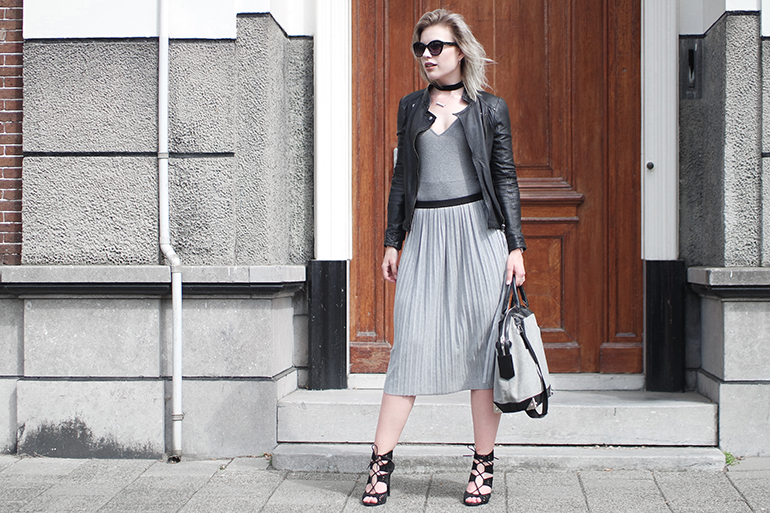 RED REIDING HOOD: Fashion blogger wearing jersey pleated skirt outfit leather jacket