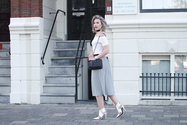 RED REIDING HOOD: Fashion blogger wearing jersey pleated skirt outfit Sissy-Boy Zara big buckle heels