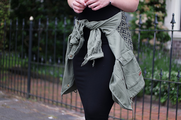 RED REIDING HOOD: Fashion blogger wearing jacket tied around the waist outfit details