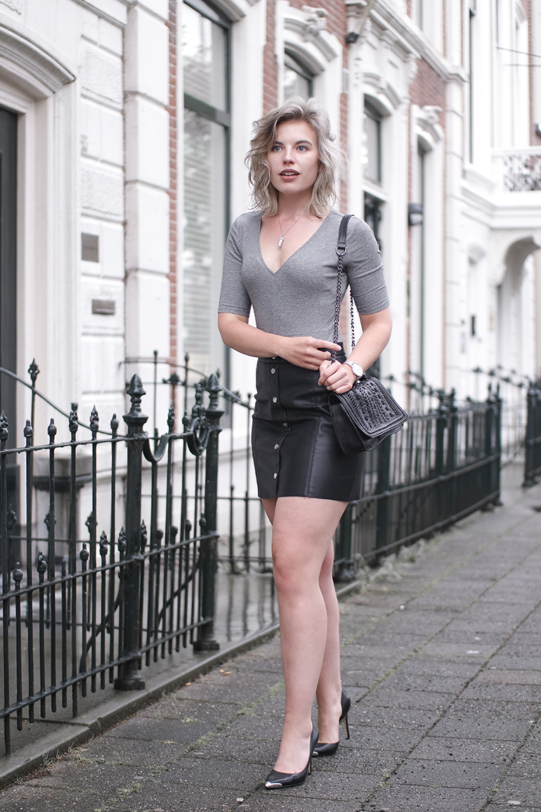 RED REIDING HOOD: Fashion blogger wearing H&M button up faux leather skirt outfit body