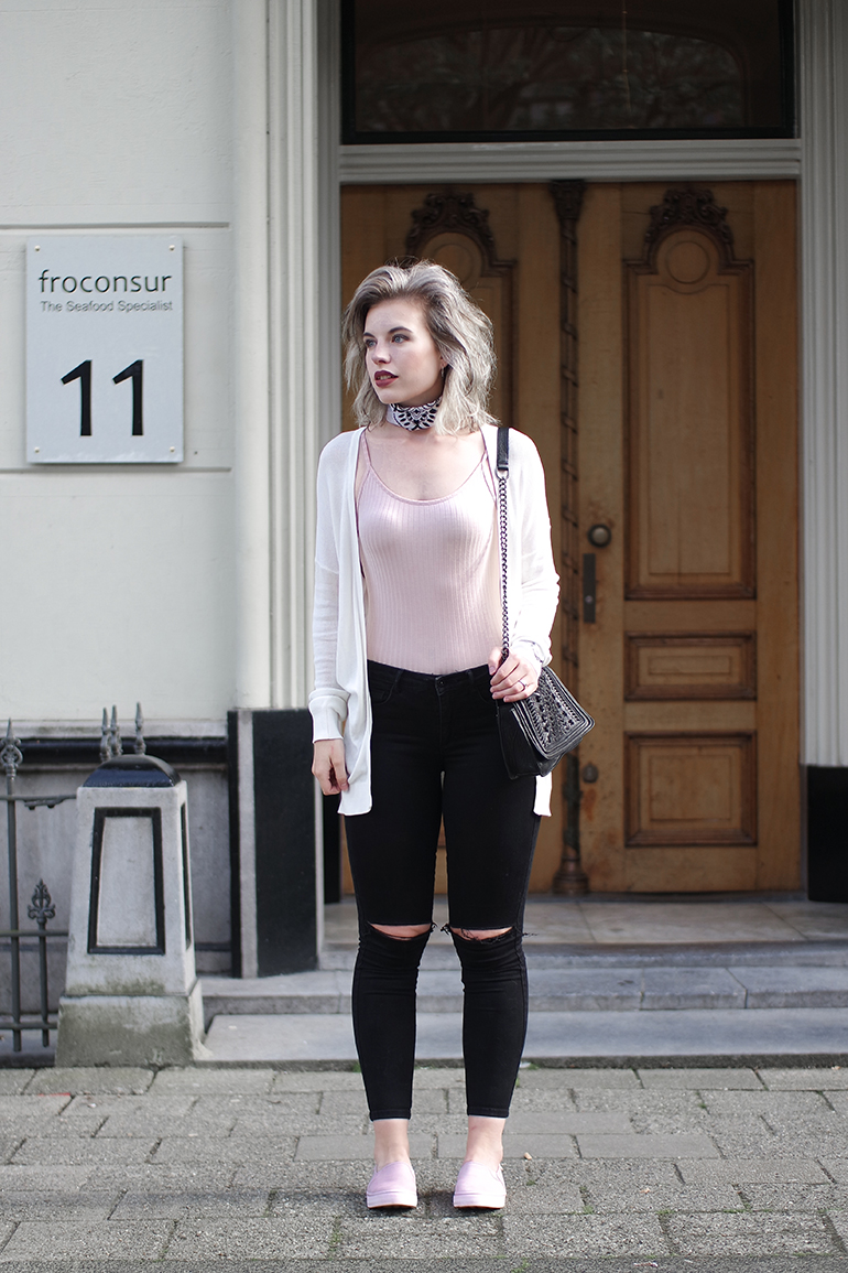 RED REIDING HOOD: Fashion blogger wearing knee ripped black high waist jeans powder pink bodysuit white bandana neckerchief outfit