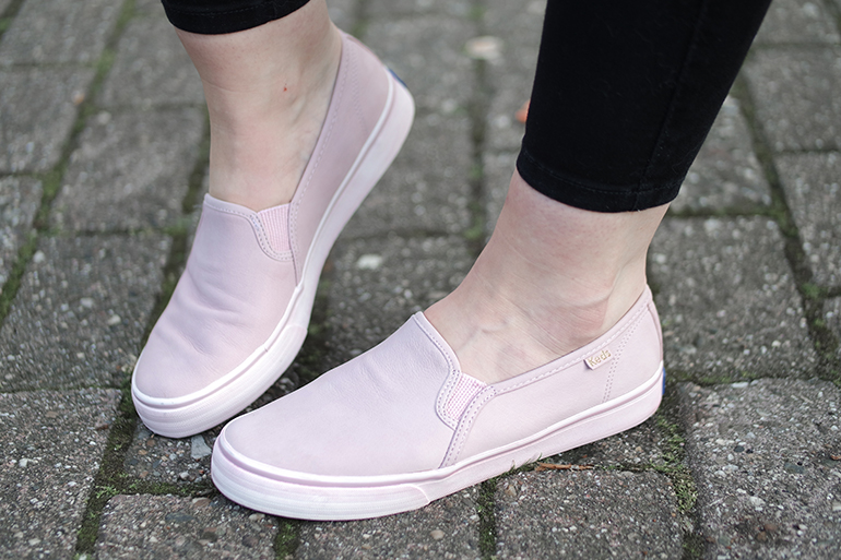 RED REIDING HOOD: Fashion blogger wearing KEDS DOUBLE DECKER WASHED LEATHER PALE PINK SLIP ON PLIMSOLL TRAINERS