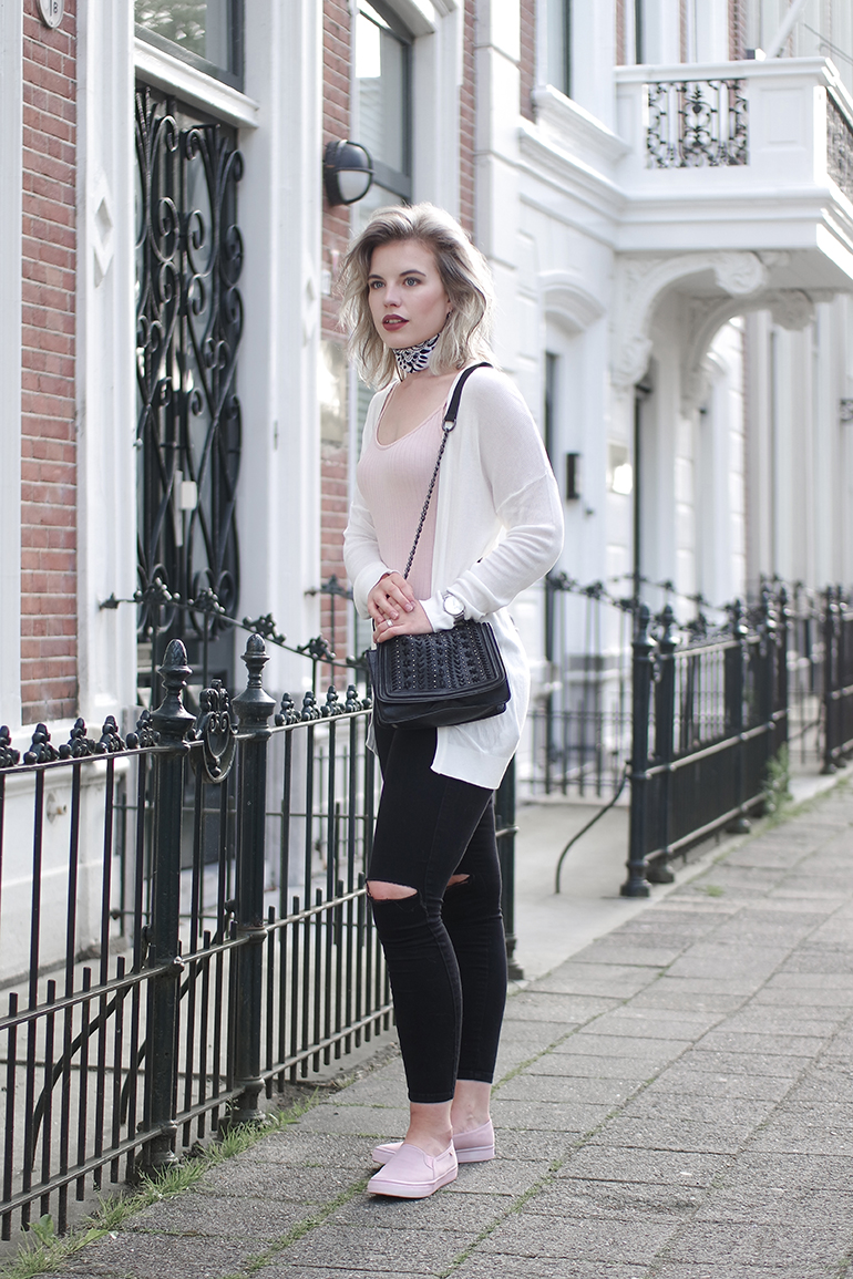 RED REIDING HOOD: Fashion blogger wearing powder pink body suit bershka white neckerchief bandana outfit