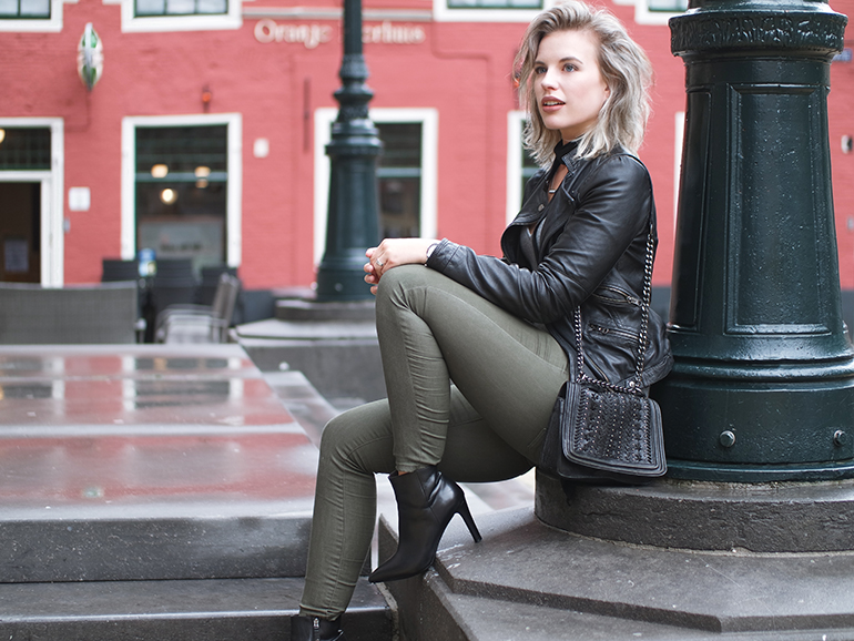 RED REIDING HOOD: Fashion blogger wearing army green primark jeans outfit leather biker jacket zara chain bag