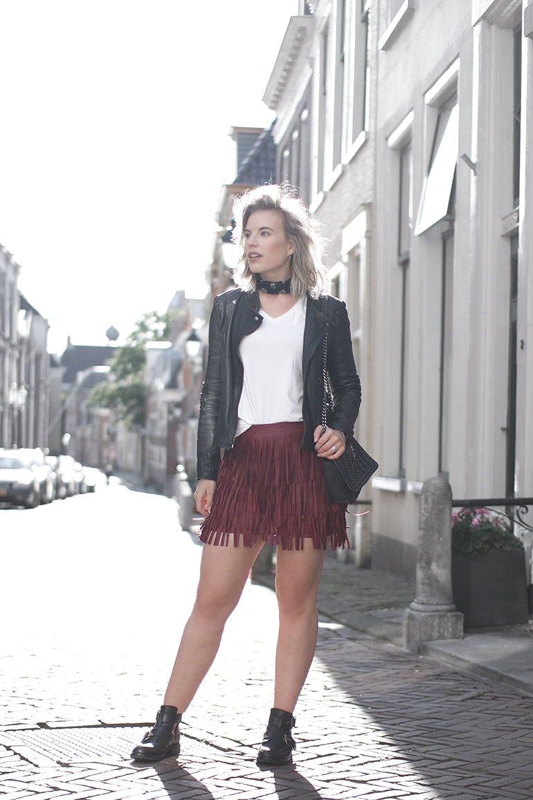 RED REIDING HOOD: Fashion blogger wearing burgundy fringed leather skirt H&M outfit leather jacket