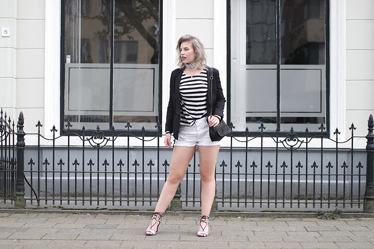 RED REIDING HOOD: Fashion blogger wearing white denim shorts striped sweater floris van boemel sandals