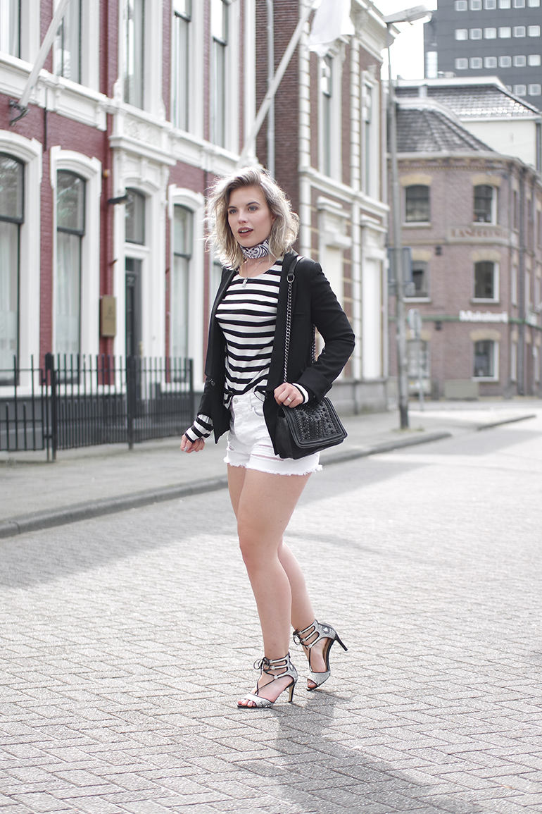 RED REIDING HOOD: Fashion blogger wearing blazer and shorts combo striped sweater