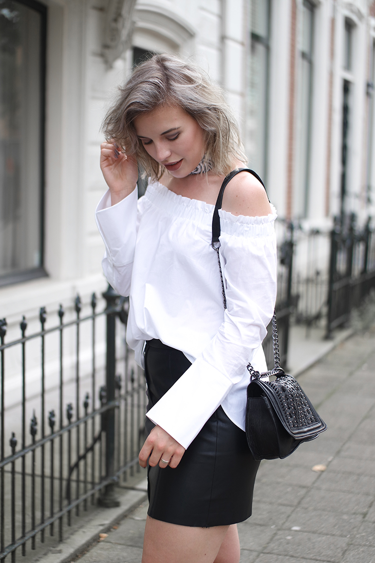 RED REIDING HOOD: Fashion blogger wearing off-shoulder shirt flared sleeves blouse H&M outfit details