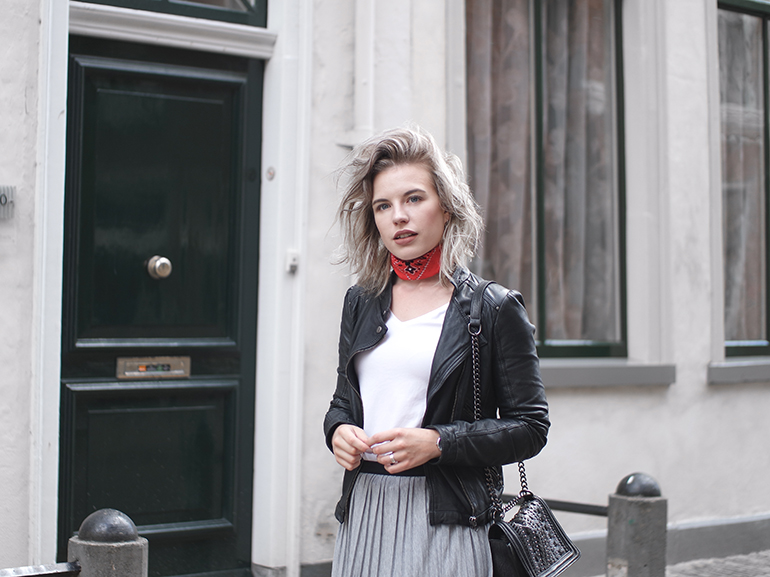 RED REIDING HOOD: Fashion blogger wearing red bandana choker scarf outfit details