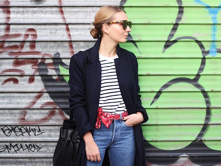 RED REIDING HOOD: Fashion blogger wearing red bandana belt