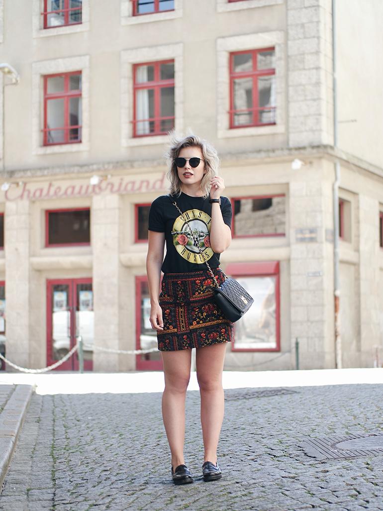 RED REIDING HOOD: Fashion blogger wearing Guns 'N Roses T-shirt band tee H&M Loves Coachella velvet skirt