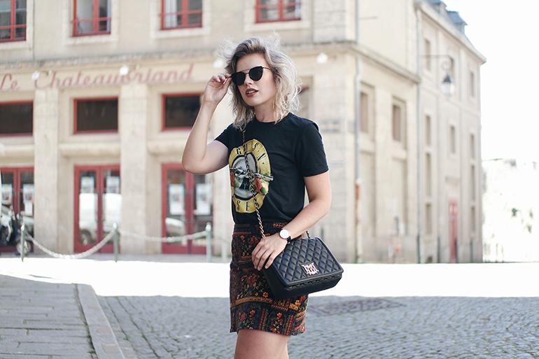 RED REIDING HOOD: Fashion blogger wearing H&M Loves Coachella velvet skirt outfit Guns 'N Roses band tee