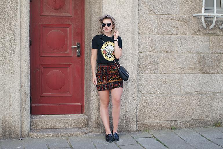 RED REIDING HOOD: Fashion blogger wearing band tee Guns 'N Roses T-shirt outfit velvet skirt H&M