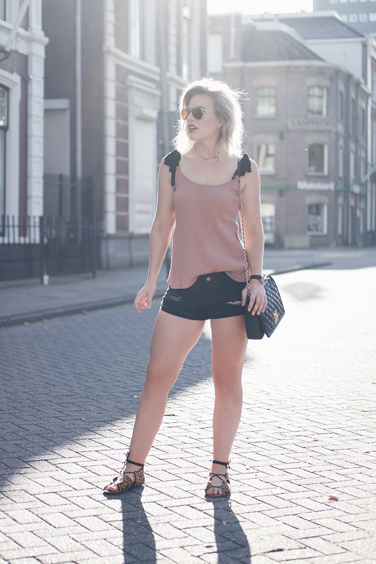 RED REIDING HOOD: Fashion blogger wearing one teaspoon shorts noisy may bow tie shoulder top outfit leopard sandals