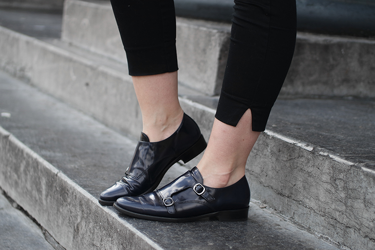 RED REIDING HOOD: Fashion blogger wearing patent blue brogues gabor shoes outfit details
