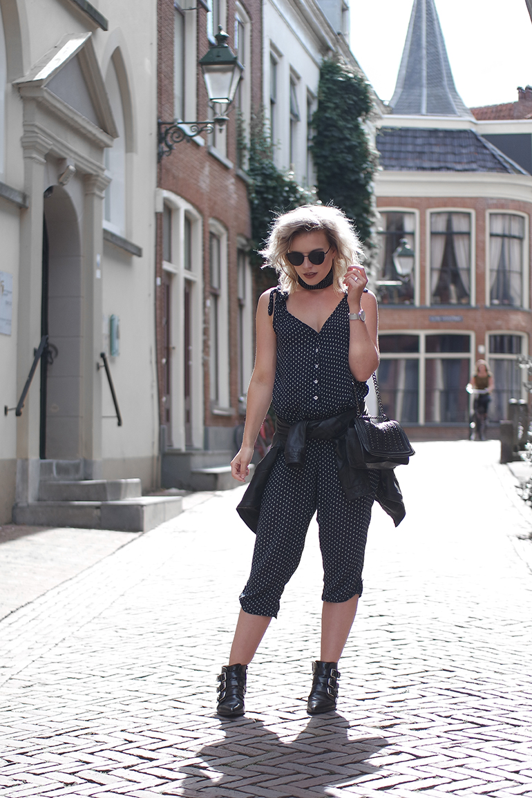 RED REIDING HOOD: Fashion blogger wearing blue jumpsuit mango outfit leather jacket tied around waist