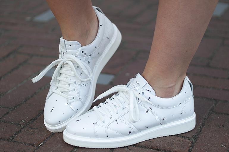 RED REIDING HOOD: Fashion blogger wearing white nubikk sneakers jungle print outfit