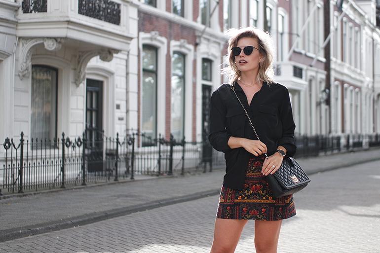 RED REIDING HOOD: Fashion blogger wearing H&M loves coachella velvet skirt outfit love moschino bag