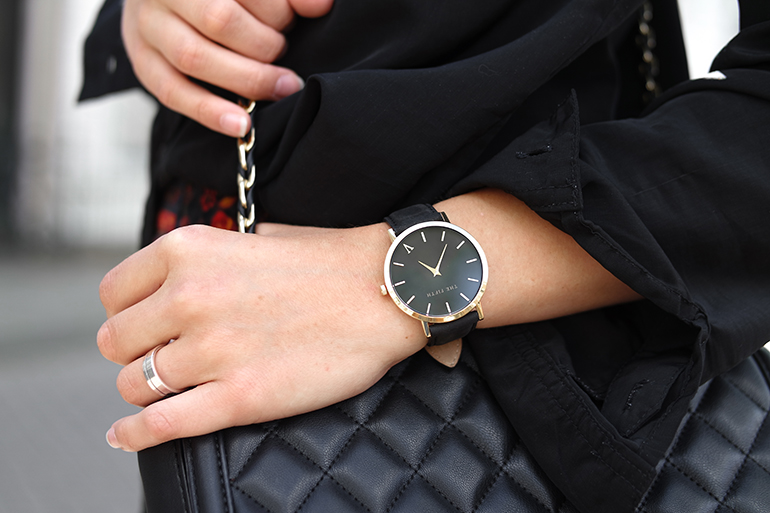 5bccff7935 ... RED REIDING HOOD: Fashion blogger wearing The Fitfh broadway watch  outfit