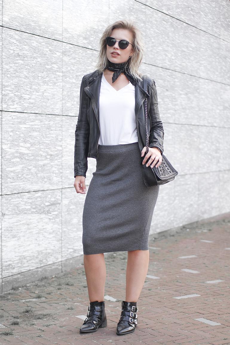 RED REIDING HOOD: Fashion blogger wearing rib knit midi skirt outfit Kim Kardashian look leather jacket