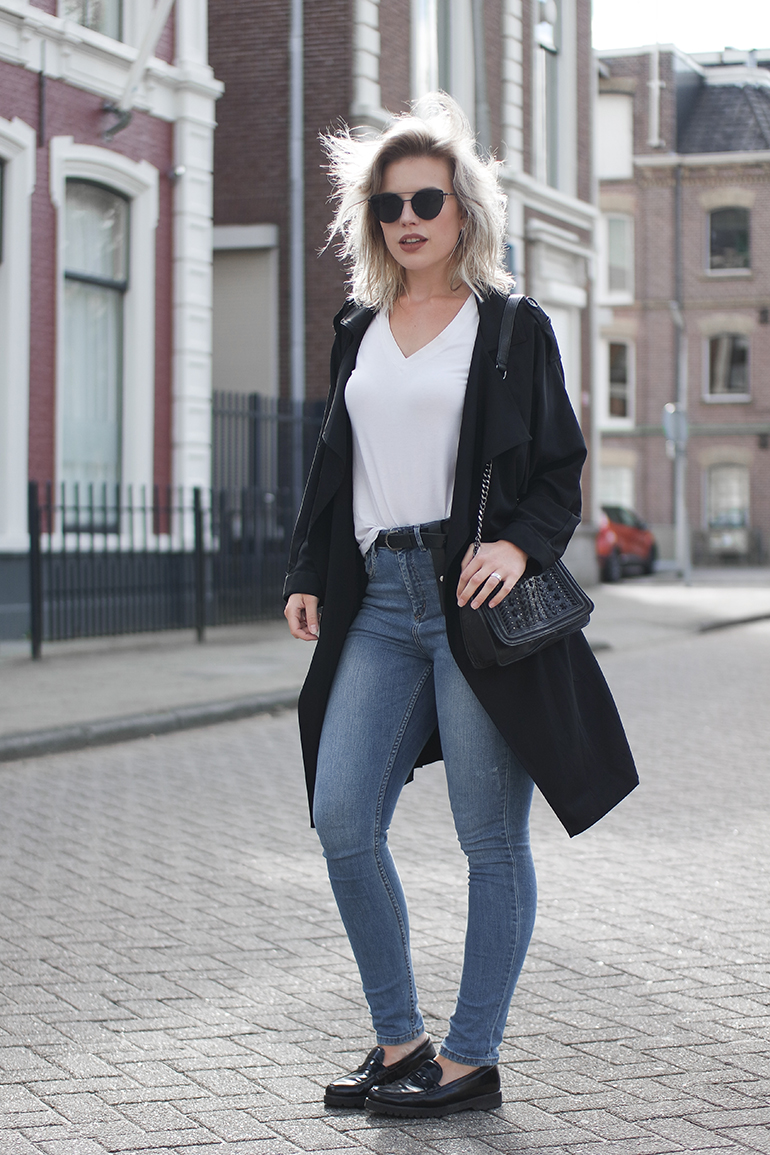 RED REIDING HOOD: Fashion blogger wearing blue jeans white tee outfit black trench coat outfit