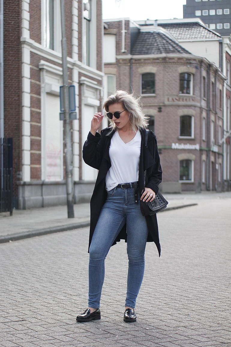 RED REIDING HOOD: Fashion blogger wearing blue high waisted jeans summer trench coat outfit loafers