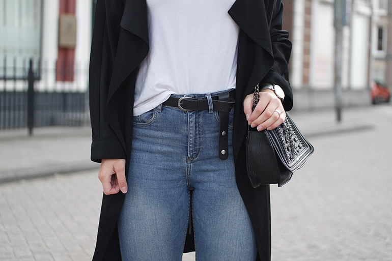 RED REIDING HOOD: Fashion blogger wearing high waisted blue jeans white shirt outfit black trench