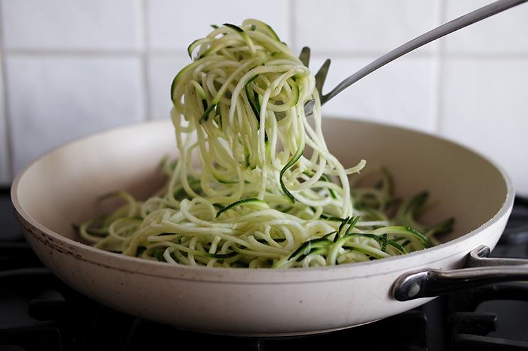 RED REIDING HOOD: Zucchinni spaghetti recipe zuchetti recept courgetti