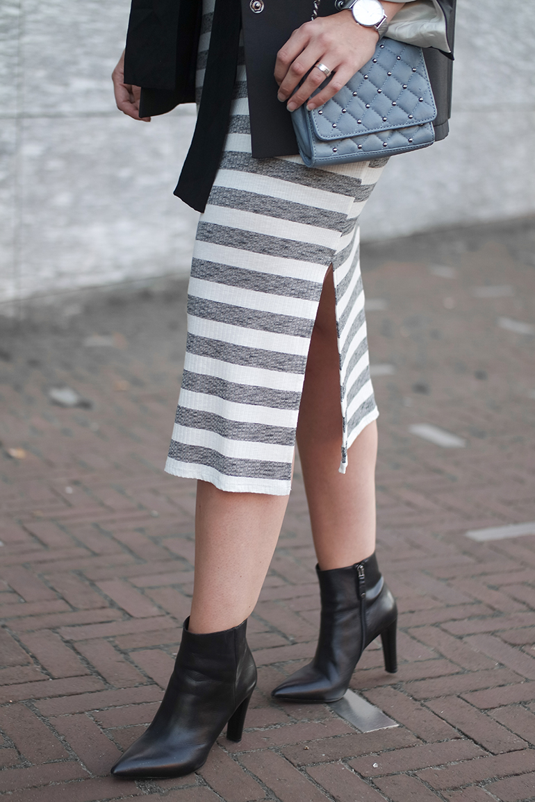 RED REIDING HOOD: Fashion blogger wearing side split stripe maxi dress outfit details