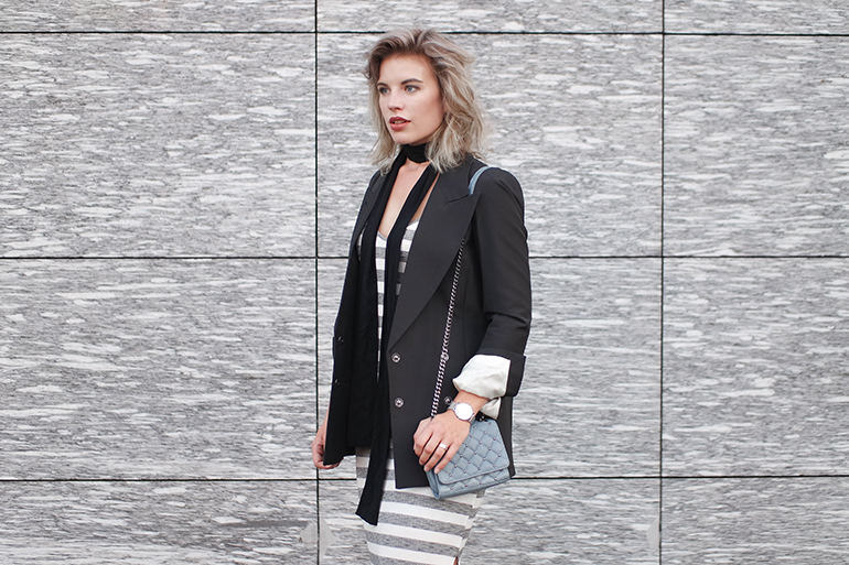 RED REIDING HOOD: Fashion blogger wearing structured blazer Maison Martin Margiela for H&M outfit details blue quilted cross body bag zara skinny scarf