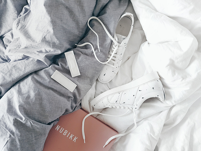 RED REIDING HOOD: Fashion blogger white Nubikk Noah sneakers
