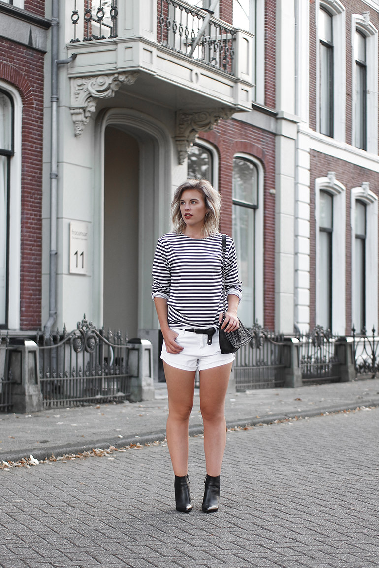 RED REIDING HOOD: Fashion blogger wearing breton striped longsleeve reclaimed vintage ASOS outfit white denim shorts one teaspoon