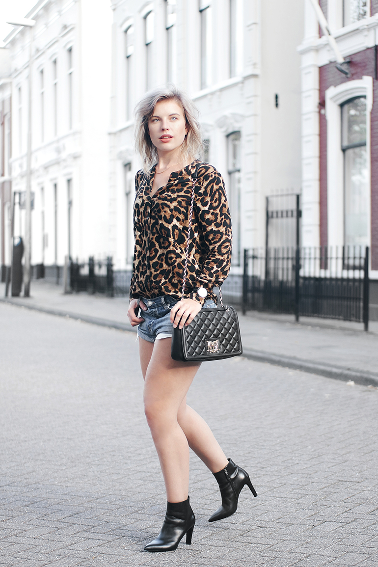 RED REIDING HOOD: Fashion blogger wearing love moschino bag outfit leopard shirt