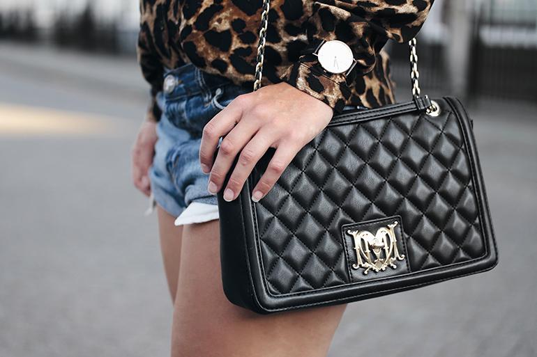 RED REIDING HOOD: Fashion blogger wearing love moschino designer bag daniel wellington watch