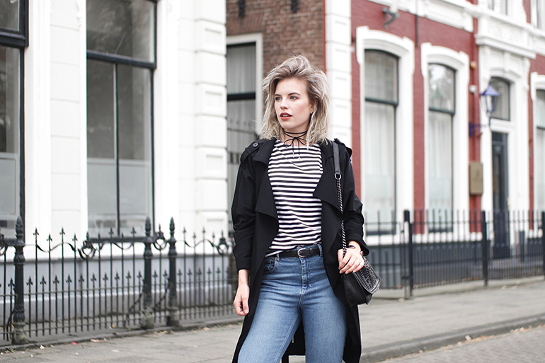 RED REIDING HOOD: Fashion blogger wearing high waisted mom jeans outfit striped top