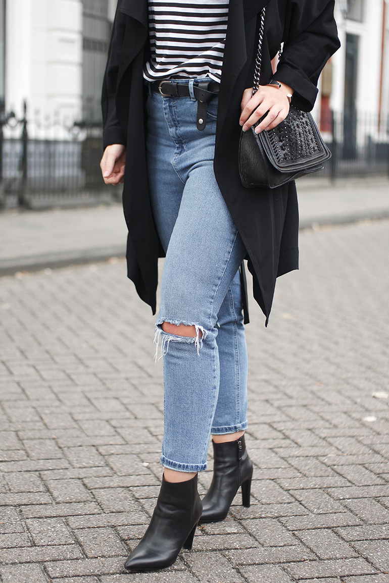 RED REIDING HOOD: Fashion blogger wearing ASOS farleigh jeans busted knees outfit