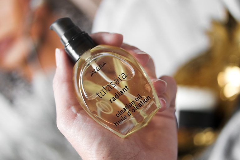 RED REIDING HOOD: Beauty blogger review Aveda Tulasara Radiant Oleation Oil