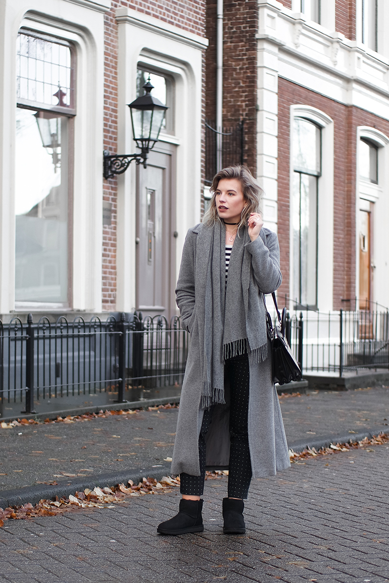 RED REIDING HOOD: Fashion blogger wearing UGG mini black outfit long grey coat