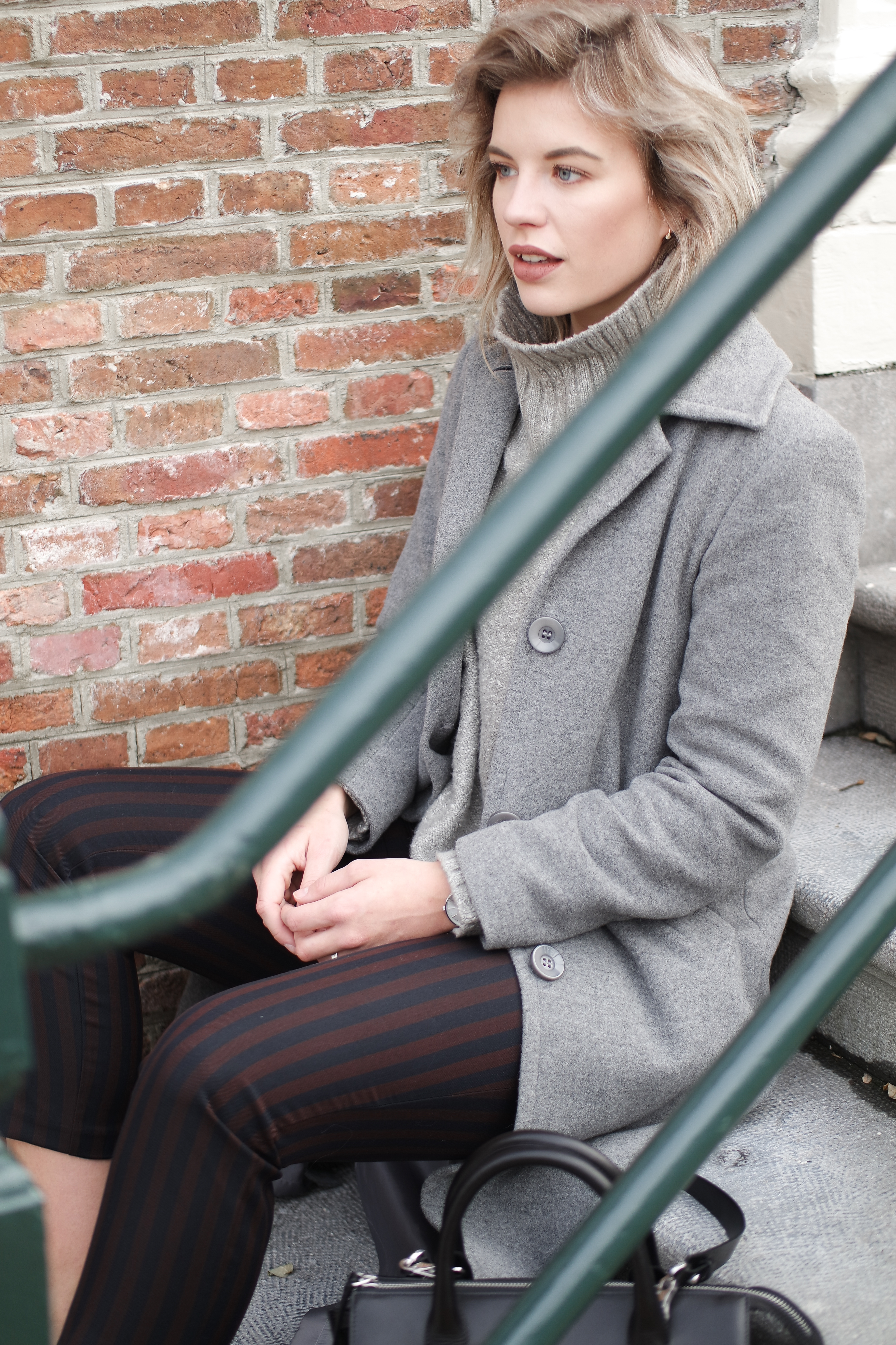 RED REIDING HOOD: Fashion blogger wearing striped cropped pants outfit turtleneck long grey coat