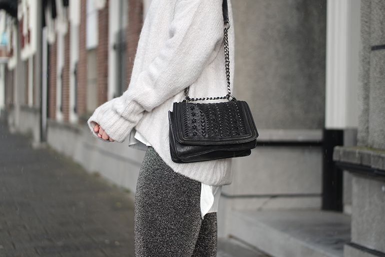 RED REIDING HOOD: Fashion blogger wearing oversized turtleneck jumper H&M outfit details lurex pants glitter trousers