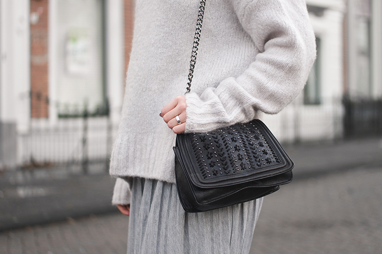 RED REIDING HOOD: Fashion blogger wearing zara chain cross body bag outfit details